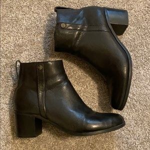 Marc Fisher ankle boots 9M